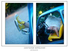 Novia en 600 azul metalizado con converse amarillas