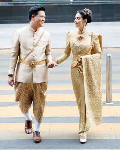 อัลบั้มภาพ ใหม่ สุคนธวา ควง ดีเจต้น แต่งงานหวานชื่น เจ้าสาวสวยสะกดตา Thai Wedding Dress, Wedding Dresses, Sweaters, Fashion, Bride Dresses, Moda, Bridal Gowns, Wedding Dressses, Sweater