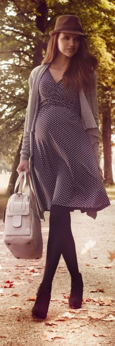 100 + BEAUTIFUL MATERNITY CLOTHES FASHIONS OUTFITS IDEAS https://femaline.com/2017/07/04/100-beautiful-maternity-clothes-fashions-outfits-ideas/