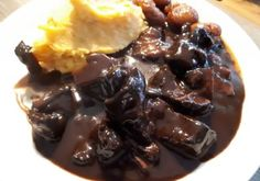 Hirschpfeffer mit gemischtem Kartoffelstock - Kochfantasien Kochrezepte Blog Pudding, Ethnic Recipes, Desserts, Blog, Browning, Peeling Potatoes, Stay At Home Mom, Finger Food, Chef Recipes