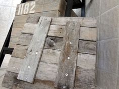 How to make a wooden crate out of a pallet.