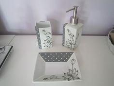Lin Van Porcelaines Salle de bain, pousse mousse, porte savon, gobelet.