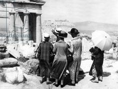 English tourists sightseeing at the Acropolis, Athens, 1926 (b/w photo)/ SZ Photo #Athens #Greece