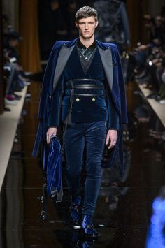 2016 Olivier Rousteing presented his Fall/Winter 2016 collection for Balmain during Paris Fashion Week.Olivier Rousteing presented his Fall/Winter 2016 collection for Balmain during Paris Fashion Week. Style Couture, Couture Fashion, Runway Fashion, Mens Fashion, Paris Fashion, Fashion Menswear, Fashion Week, High Fashion, Fashion Show