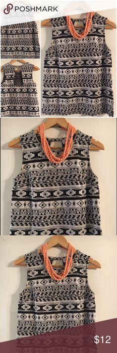 Old Navy Black & White Tribal Shirt Sz XS Super black & white Tribal short sleeve shirt Sz XS Old Navy Tops