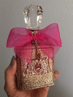 Viva La Juicy Rosé Juicy Couture on Mercari Pink Perfume, Perfume Scents, Chanel Perfume, Perfume And Cologne, Best Perfume, Perfume Bottles, Bath And Body Works Perfume, Perfume Body Spray, Parfum Victoria's Secret