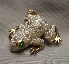 Signed-Panetta-Frog-Brooch-Rhinestone-Pave-with-Faux-Emerald-Cabochon-Eyes