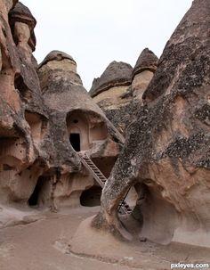 External Form Reference. Termite mound form. Satellite structures. Multiple entry/exit points - non uniform. (Uçhisar)