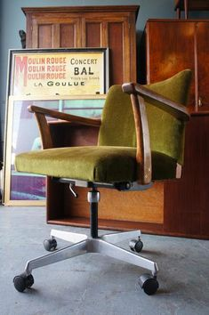 Vintage Retro Green Velvet Swivel Desk Chair on Casters with Wooden Arms Vintage Desk Chair, Retro Desk, Swivel Office Chair, Executive Office Chairs, Guest Bedroom Home Office, Green Velvet Armchair, Restoration Hardware Dining Chairs, Hanging Chair From Ceiling, Toddler Table And Chairs