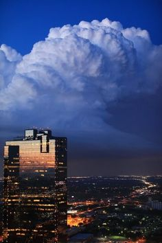 Storm front coming into Fort Worth, Texas.