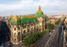 Budapest - Architectural photograph - main and the Hőgyes street side facade, Museum of Applied Arts. Épületfotó - az Iparművészeti Múzeum főhomlokzata a Hőgyes (Rákos) utcai oldalhomlokzattal. http://www.artnouveau-net.eu/