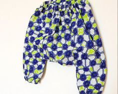 Baby harem pants & assorted bow tie in African Wax- sarouel bébé, boy and girl pants, Fairtrade kids clothing, gender neutral, newborn gift