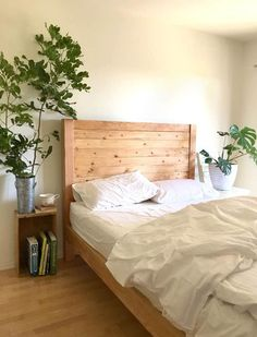 How to build a beautiful DIY bed frame & wood headboard easily. Free DIY bed plan & variations on king, queen & twin size bed, best natural wood finishes, and lots of helpful tips! - A Piece of Rainbow Diy Bed Frame Plans, Diy Twin Bed Frame, King Bed Frame, Bed Frame And Headboard, Wood Headboard, Diy Frame, Headboards, Murphy Bed Ikea, Murphy Bed Plans