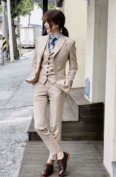 The women's suits are considered as the most appealing outfits for women. They are highly demanded owing to the fact that they provide traditional looks in the most stylish manner. Tomboy Fashion, Suit Fashion, Fashion Outfits, Androgynous Fashion Women, Butch Fashion, Female Fashion, Leather Fashion, Business Mode, Business Fashion