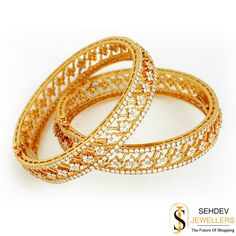 A glitzy bangle is your best companion when you want to accessorize minimally for a formal event!