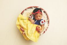 Newborn Snow White Set.Hand made with special attention paid to the littlest of details. Baby Snow White, Halloween Photography, Newborn Pictures, Baby Pictures, Baby Photos, Family Pictures, Disney Princess Babies, Baby Princess, Snow White Pictures