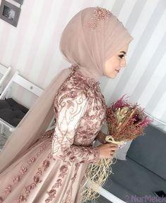 Pin by chandshahin on hizab khan in 2019 elbise düğün, batik Muslim Wedding Gown, Muslimah Wedding Dress, Muslim Wedding Dresses, Muslim Brides, Bridesmaid Dresses, Muslim Girls, Muslim Couples, Wedding Bridesmaids, Wedding Hijab Styles