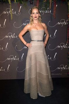 New Trending Celebrity Looks: critic-corner:  Jennifer Lawrence at'mother!' Paris Premiere :....  critic-corner:  Jennifer Lawrence at'mother!' Paris Premiere : Jennifer opted for a strapless Dior Couture piece with minimal jewelry and dark lips. Not a fan of that hairstyle but apart from that, she looked great!