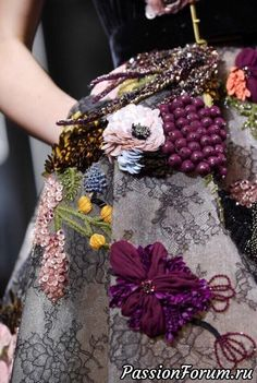 New embroidery dress haute couture elie saab Ideas Couture Embroidery, Beaded Embroidery, Embroidery Designs, Embroidery Fashion, Embroidery Dress, Paris Chic, Couture Details, Fashion Details, Textiles