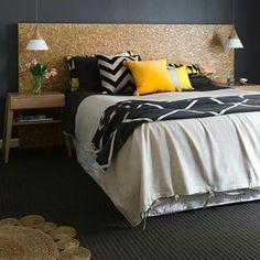 Olha quanta textura junta! Cabeceira amor Couleur Grege, Grey Colour Scheme Bedroom, Grey Wall Color, Linen Bedroom, Floor Colors, Black Walls, Colorful Interiors, Interior Design, Ideas