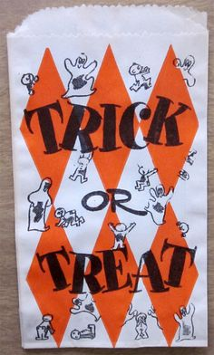 Vintage trick or treat bag with great graphics. Photo Halloween, Halloween Vintage, Vintage Halloween Decorations, Vintage Fall, Halloween Pictures, Halloween Horror, Halloween Night, Happy Halloween, Vintage Kids