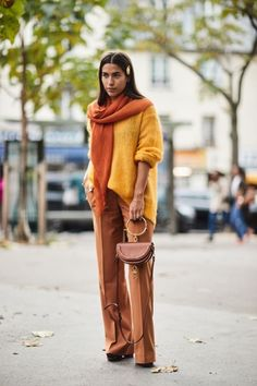 the Best Street Style From Paris Fashion Week www.farben- See all the most covetable street style looks from Paris Fashion Week.farben- See all the most covetable street style looks from Paris Fashion Week. Casual Chic Outfits, Cute Work Outfits, Look Street Style, Street Style 2018, Spring Street Style, Street Styles, Fashion Week, Look Fashion, Autumn Fashion