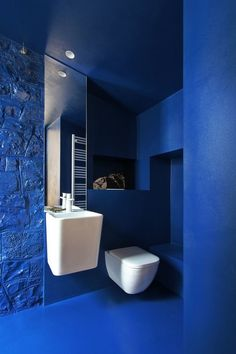 Photo 15 of 19 in A Porch in Italy Is Reborn as a Tiny Cabin With Eye-Popping Interiors - Dwell Concrete Wall, Concrete Floors, Bathroom Wall, Bathroom Interior, Daybed With Storage, Open Showers, Wall Mounted Sink, Multifunctional Furniture, Elle Decor