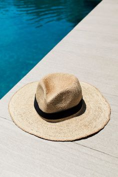 9 Stylish Pieces For the Best Travel Style Snaps