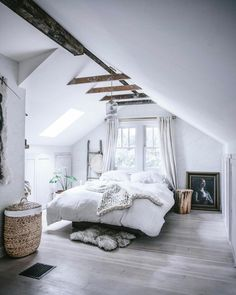 What kind of ceiling decor should you use in an attic bedroom? Great ways to decorate an attic bedroom and improve your house resale value. design master modern ceilings Attic Bedroom - How to Decorate Attic Bedrooms Home Decor Bedroom, Interior Design Bedroom, Attic Bedrooms, Bedroom Inspirations, Bedroom Loft, Bedroom Inspiration Boho, Bedroom Design, Home Bedroom, Remodel Bedroom