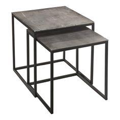 Satsbord för effektivt utnyttjande av yta . Två sidobord och soffbord i rå metall Snygga lite råa bord med industrikänsla. Satsbord spar plats. Bara drag fram den mindre bordet och du har fördubblat din bordsyta. Praktiskt för mindre ytor.