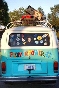 New campers bus flower power Ideas Volkswagen Transporter, Volkswagen Bus, Beetles Volkswagen, Hippie Auto, Kombi Hippie, Hippie Car, Hippie Vibes, Wolkswagen Van, Van Vw