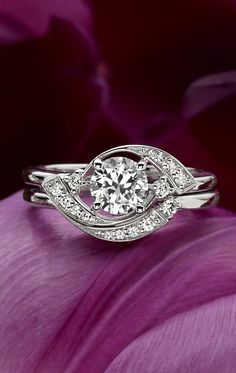 Diamond Engagement Ring with Round Centre Stone