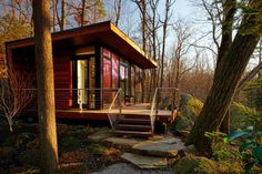 This modern freestanding studio was created by replacing a decaying 1960s structure with a space that allowed the client to co-exist with nature. Set in a wo...