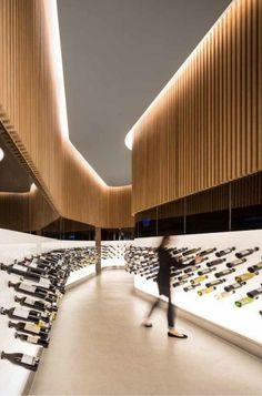 Different take on wood walls -   Mistral Wine store: studio Arthur Casas