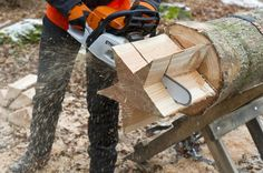 A fallen tree turned down home décor... One-of-a-kind presents made of wood: Star | via #Stihl