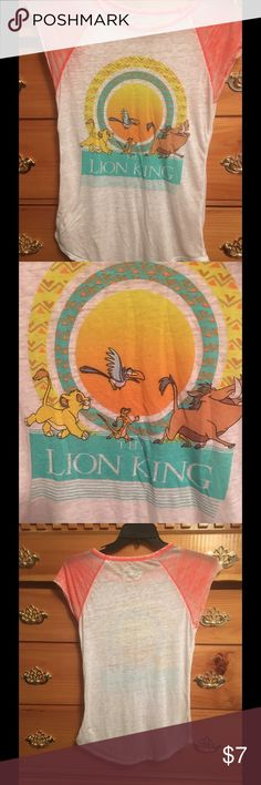 Disneys Lion King sleep shirt/ gown 😴😴😴😴😴 Cute Sleep shirt Night gown. It has the Lion King on the front of it. Very soft and comfy fabric. Disney Pajamas Nightgowns