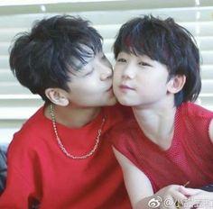 Boy Story Xinlong e/and Shuyang Asian Babies, Asian Boys, Asian Boy Band, K Pop, Abs Boys, Cute Korean Boys, Hot Couples, Cute Gay, Gay Couple