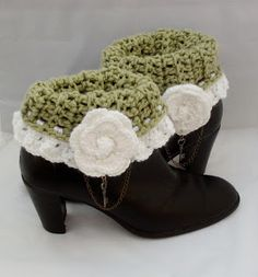 Rose Cottage Crochet: Crochet Boot Cuff Pattern Tutorial http://rosecottagecrochet.blogspot.ca/2013/11/crochet-boot-cuff-pattern-tutorial.html