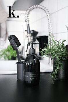 A chic soap dispenser. Such an easy thing to do when you want your home to be chic.