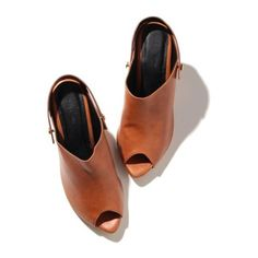 バックストラップミュール ❤ liked on Polyvore featuring shoes and heels