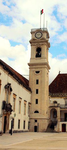 Coimbra  se encontra a poucas horas de Lisboa e um bate e volta, para quem não tem muito tempo vale muito a pena, principalmente para conhecer a Universidade de Coimbra, com a biblioteca Joanina, considerada uma das mais lindas do mundo!