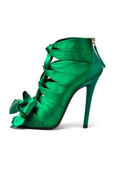 Celebrities who wear, use, or own Roger Vivier Sexy Bow Booties. Also discover the movies, TV shows, and events associated with Roger Vivier Sexy Bow Booties. Stilettos, Pumps, High Heels, Stiletto Heels, Jimmy Choo, Chaussures Roger Vivier, Mode Glamour, Green Heels, Green Boots