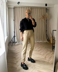 Swaggy Outfits, Classy Outfits, Stylish Outfits, Loafers For Women Outfit, Loafers Outfit, Chunky Loafers, Ootd, Winter Fashion Outfits, Everyday Fashion