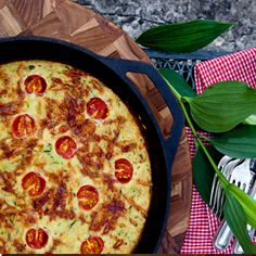 Grain Free Pizza with zucchini 'fritatts' style crust. Wanna try for breakfast pizza, too :) Best Egg Recipes, Real Food Recipes, Vegetarian Recipes, Cooking Recipes, Gf Recipes, Free Recipes, Gluten Free Pizza, Gluten Free Cooking, Healthy Cooking