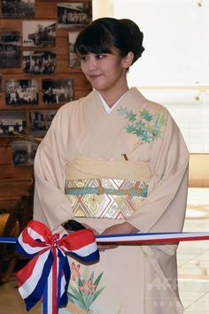 His Imperial Highness Mako Imperial princess paid a state visit to Paraguay. Furisode kimono.
