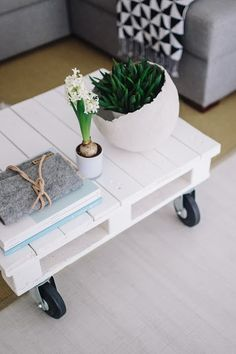 Coffee Table With Casters, Coffee Table Design, Modern Coffee Tables, Small Living Rooms, Home Photo, Modern Minimalist, Storage Spaces, Modern Design, Presentation