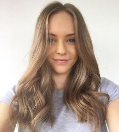 Absolutely stunning colour love this face framing HAND PAINT with light Pearl chestnut using by 😍 Hair Lights, Light Brown Hair, Light Hair, My Hairstyle, Pretty Hairstyles, Chestnut Hair, Hair Contouring, Dark Blonde Hair, Hair Color And Cut
