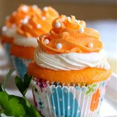 orange cupcakes these cupcakes blend two of my favorite flavors orange ...