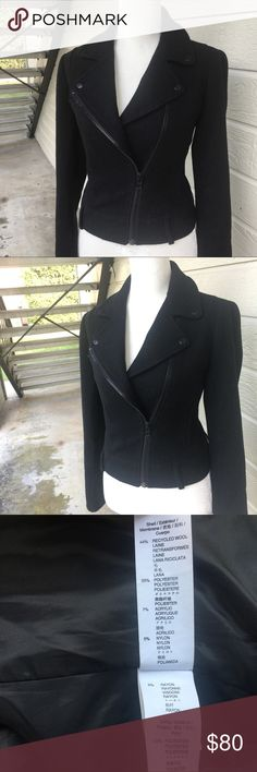 """Please share 😻 Super Cute Gap Jacket Coat Like new. Chest 38"""" length 23"""" sleeve 24"""". Dry clean only. Super elegant, thick and warm.🔮Make me an offer today. I will accept it or counter it with my lowest. Happy shopping! 🛒📦🔜💃🏻 GAP Jackets & Coats Pea Coats"""