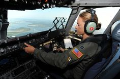 female pilot.. love it